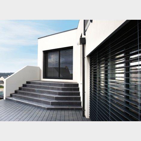 brise soleil orientable a coulisse batiman experts en menuiseries et cuisines. Black Bedroom Furniture Sets. Home Design Ideas