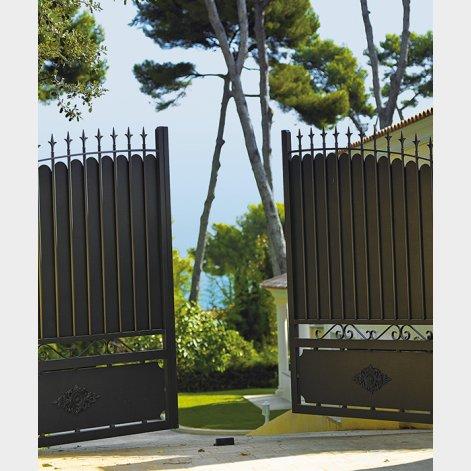 portail battant aluminium traditionnel Ligurie