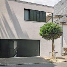 porte de garage sectionnelle avec portillon intégré finition gris 7016