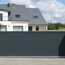 portail aluminium battant contemporain valongo batiman