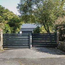 portail aluminium contemporain battant