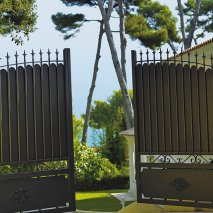 portail battant aluminium traditionnel Ligurie