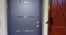 Porte grise posée en rénovation