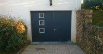 Porte de garage avec portillon